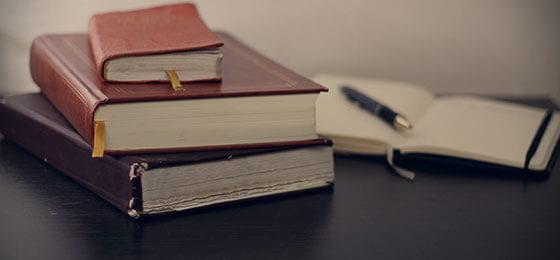EDITORIAL, BIBLIOTECA Y ARCHIVO