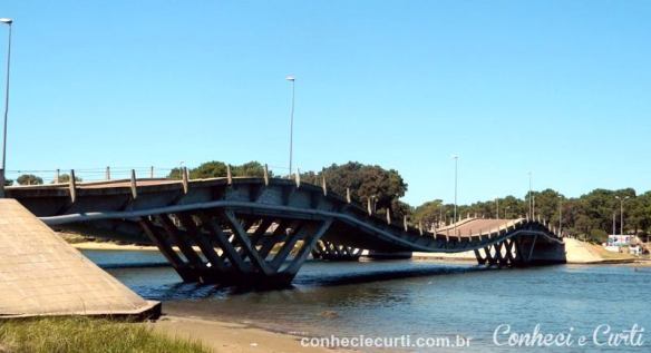 Ponte Leonel Viera (ponte ondulada).
