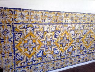 Azulejos do pátio interno do claustro