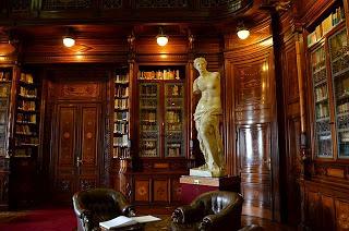Réplica da Vênus de Milo na biblioteca do Palácio Legislativo em Montevidéu, Uruguai