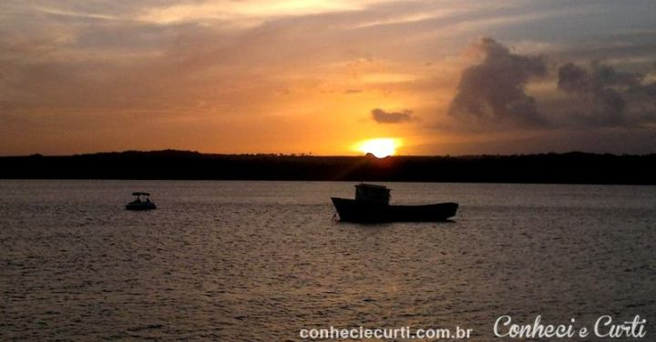 O por do sol na praia do Jacaré na Paraíba.