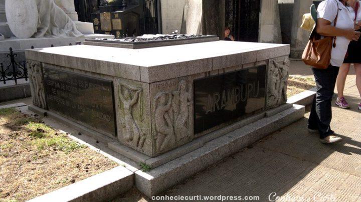 Túmulo do General Aramburu, o que liderou o golpe que derrubou Perón.