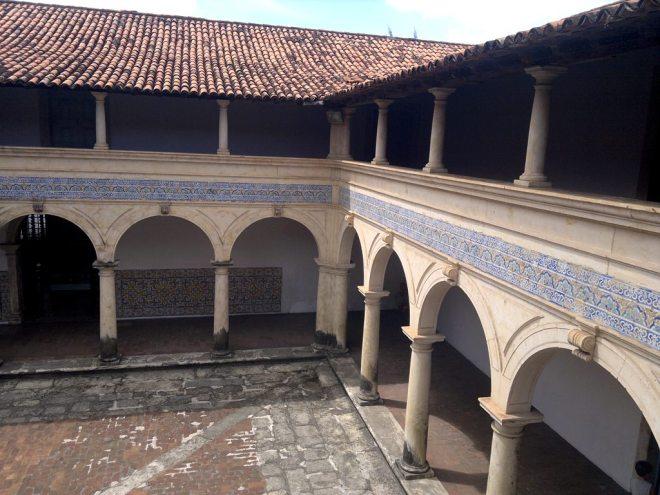 O pátio do Claustro do Centro Cultural São Francisco.