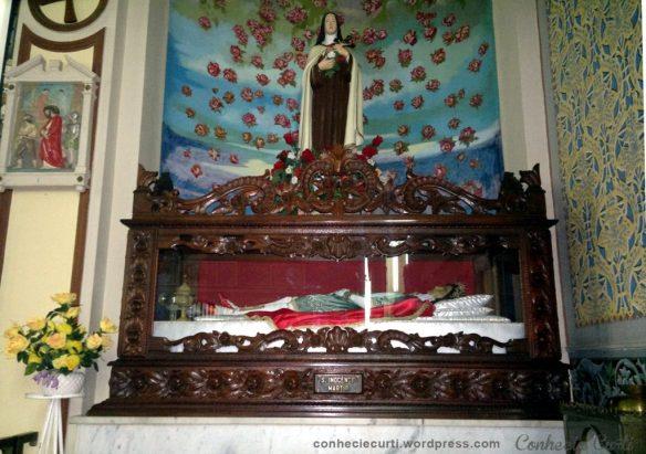 Urna com os restos mortais de Santo Inocêncio em Tomazina, Paraná