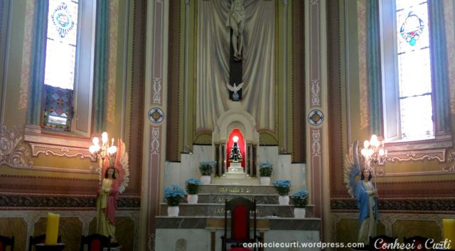 O altar da Igreja de Tomazina