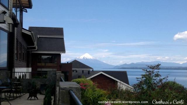 O vulcão Osorno visto do terraço do hotel, em Puerto Varas, região de Los Lagos, Chile.