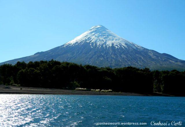 Lago Todos Los Santos com o vulcão Osorno.