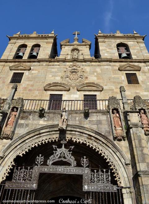 Fachada frontal da Sé de Braga
