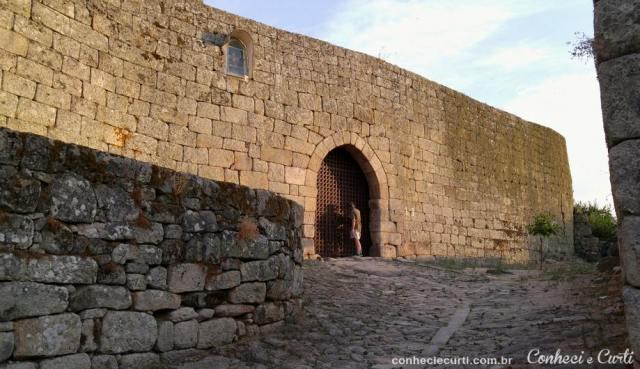Marialva - Porta do Anjo da Guarda ou Porta de São Miguel - a principal entrada na cidadela.