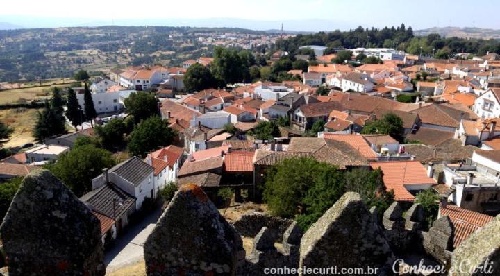 A cidade de Trancoso vista de cima da muralha do Castelo.