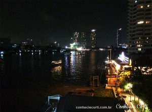 Barco exclusivo dos hotéis em Chao Phraya.