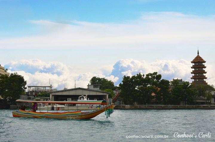 Braco cruza o rio Chao Phraya em Bangkok.