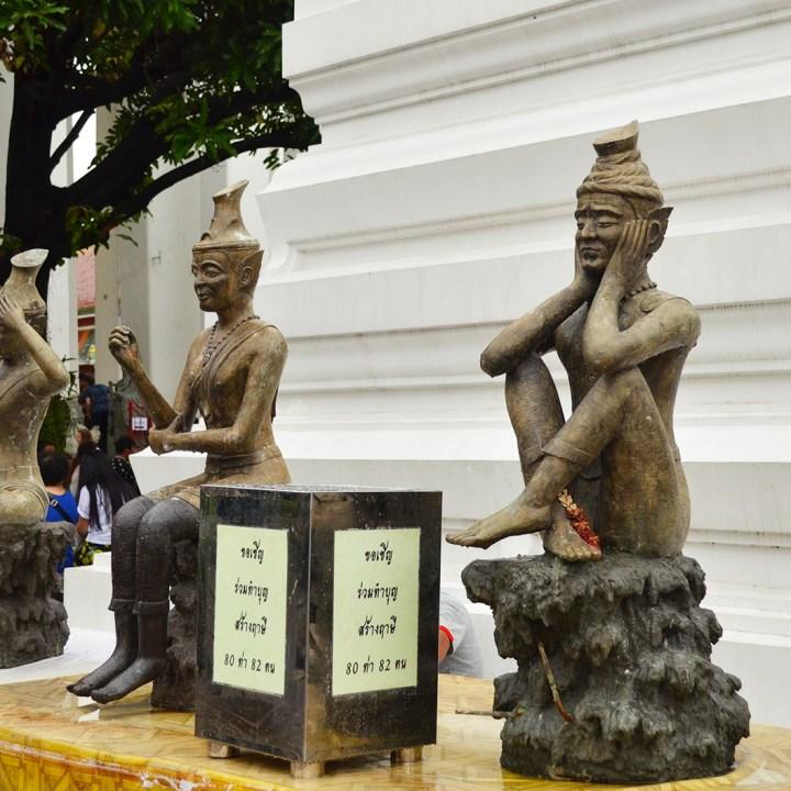 Estátuas de monges em Bangkok.