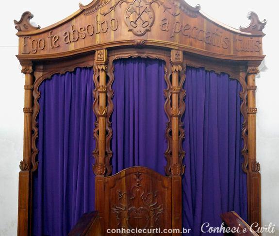 O confessionário da Igreja N. Sra de Montserrat, Baependi.