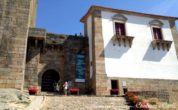 Portal de entrada do Castelo de Belmonte, Portugal.