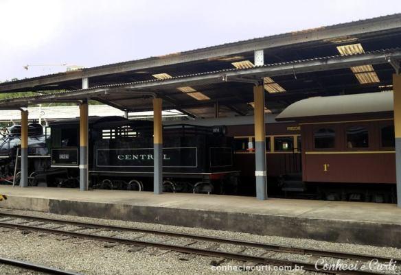 A locomotiva a vapor na estação ferroviária de São Lourenço.