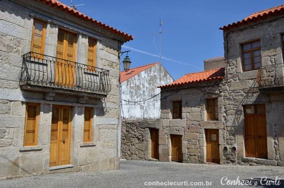 Uma rua de Belmonte, Portugal.