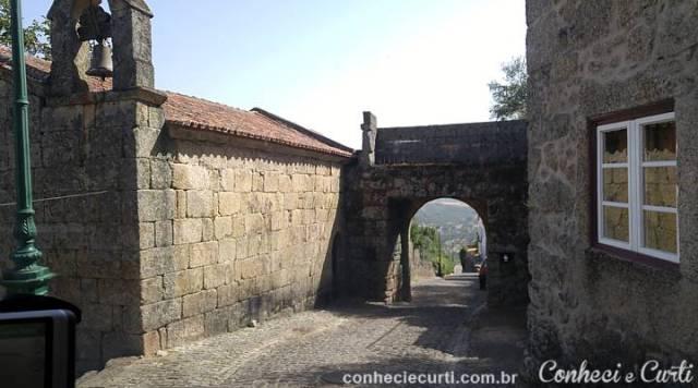 Porta Espírito Santo ou de São Sebastião, Aldeia de Monsanto, Portugal.
