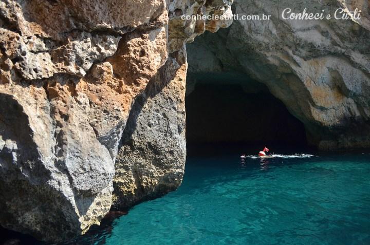 Blue Grotto mergulhador aventureiro em Malta