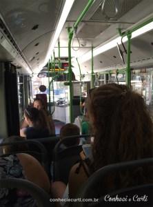 Interior de ônibus em Malta