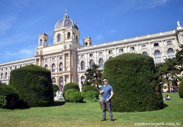 Ao fundo o Museu de História Natural de Viena.