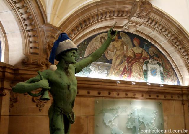 Os mosaicos do hall do edifício da Bolsa do Algodão em Bremen, Alemanha.