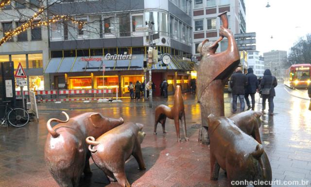 Escultura no centro da cidade de Bremen, Alemanha.