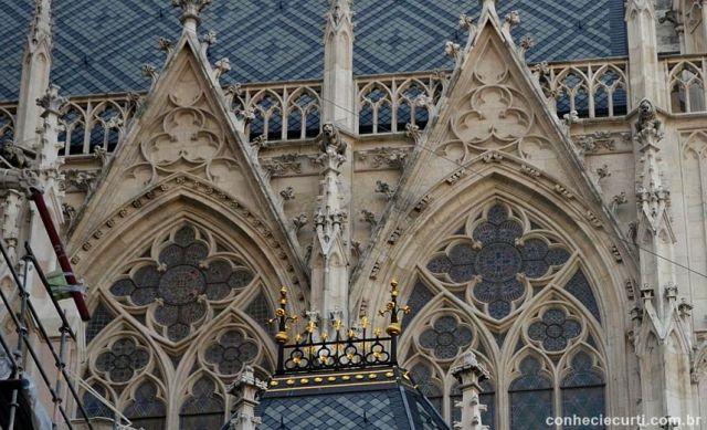 Fachada da Votivkirche em Viena, Áustria