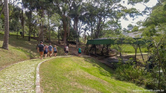 Trilha nas Furnas no Parque Estadual de Vila Velha, em Ponta Grossa, PR.