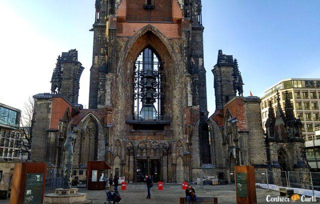 As ruínas e a torre da Igreja de St. Nikolai, Hamburgo.