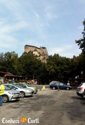 Estacionamento do Castelo de Orava Eslováquia.