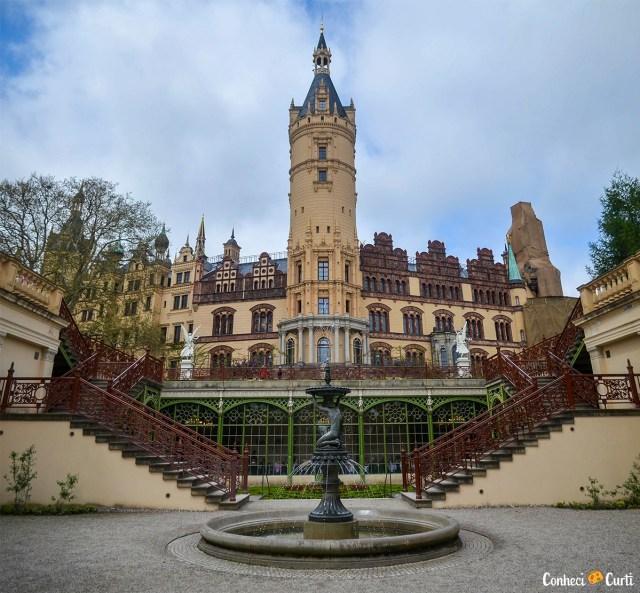 Interior do castelo de Schwerin e fonte