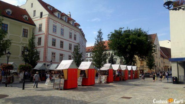 Hlavné Namestie, é a praça principal