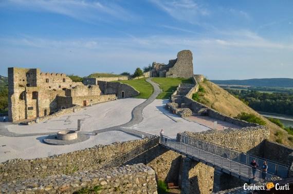 Visitando as ruínas do Castelo Devín na Eslováquia