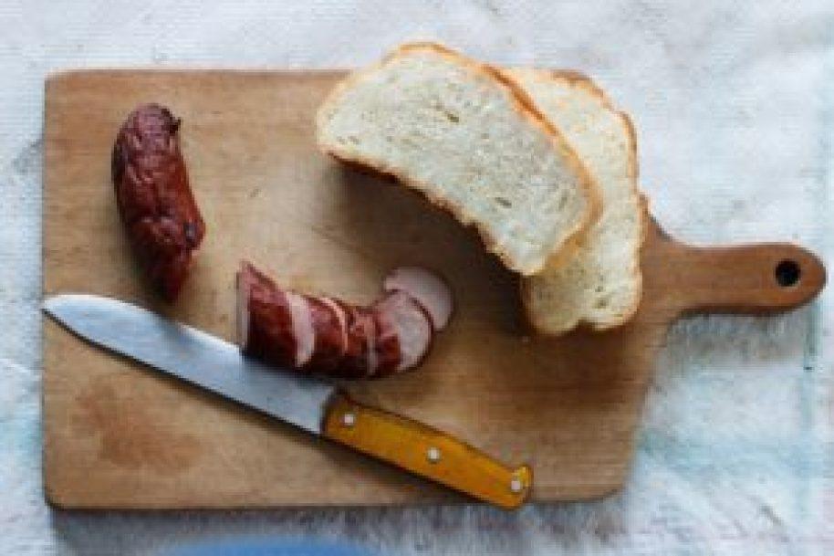 ハムとパンの料理