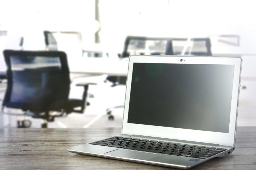 オフィスとラップトップPC