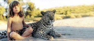 Tippi tumbada con un guepardo