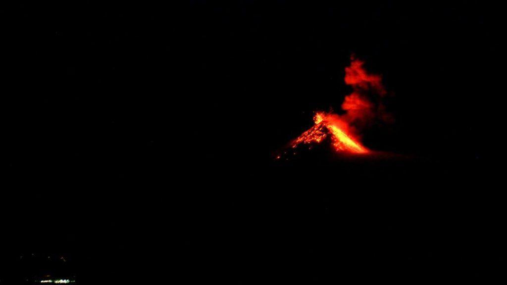 Erupcion Volcan Fuego Desde Volcan Acatenango - Guatemala