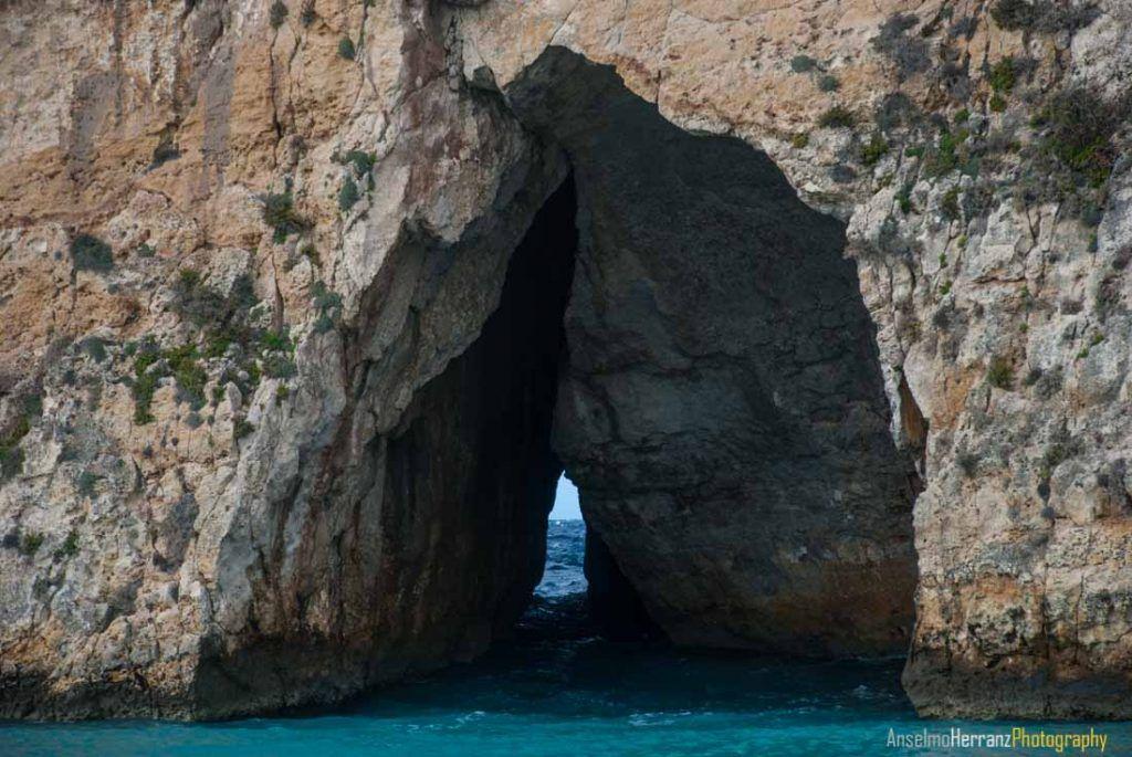 Grieta en pared de la Inland Sea - Isla de Gozo - Malta