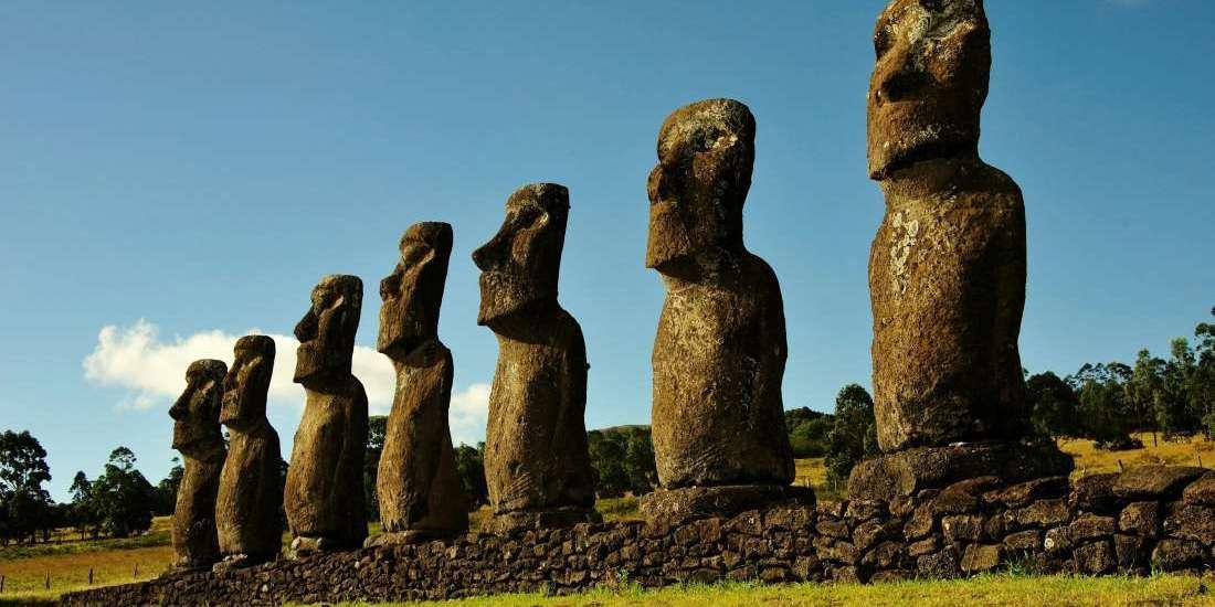 Mohais de la Isla de Pascua - Foto: Archivo fotográfico CONAF