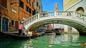 Venecia, gondolas y puentes
