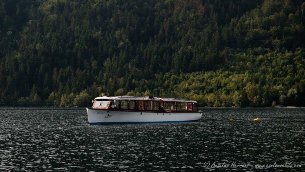 Barco en el Lago Bohinj - Eslovenia