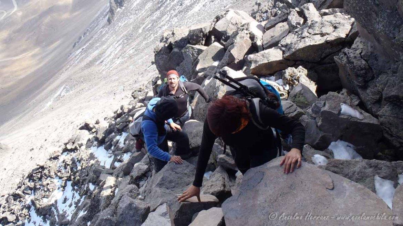 Ascendiendo los últimos metros del pico Fraile. - Nevado de Toluca - México