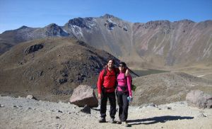 Posando con el pico Fraile de fondo - Nevado Toluca - México