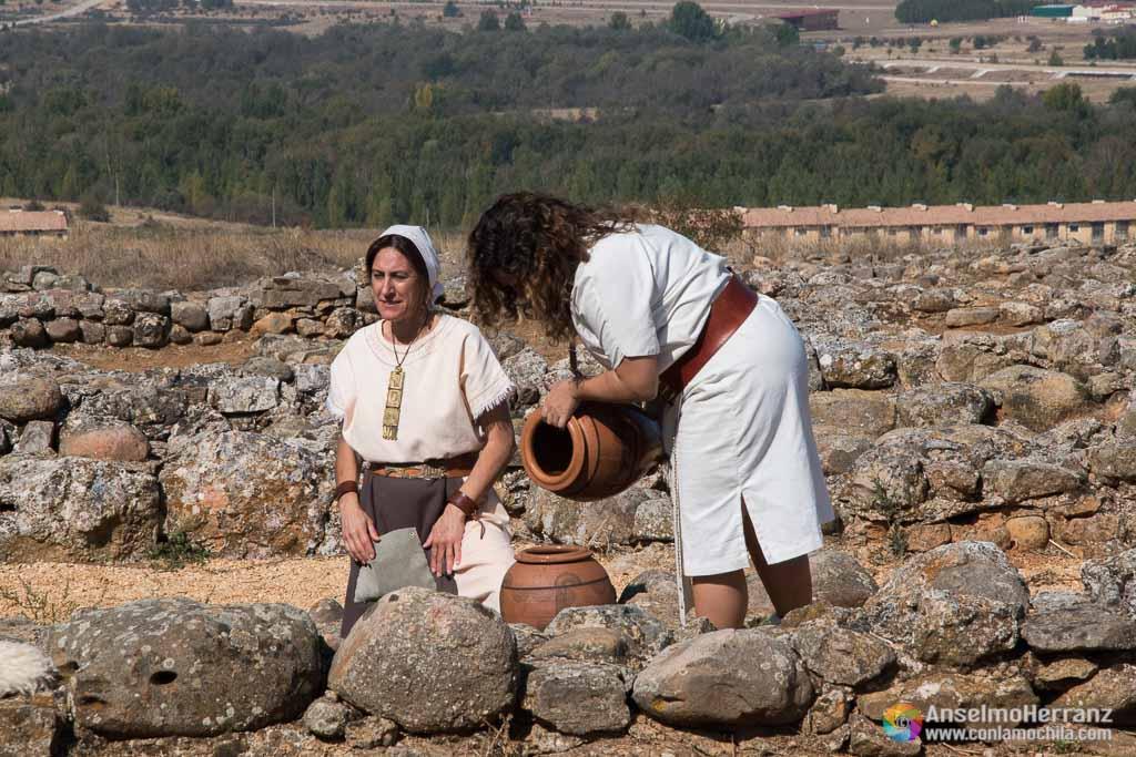 Mujeres sacando agua del pozo - Numancia