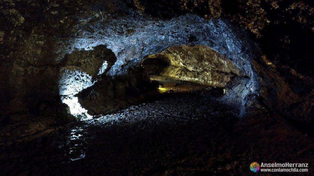 Tubos de lava de la Cueva de São Vicente - Madeira - Portugal