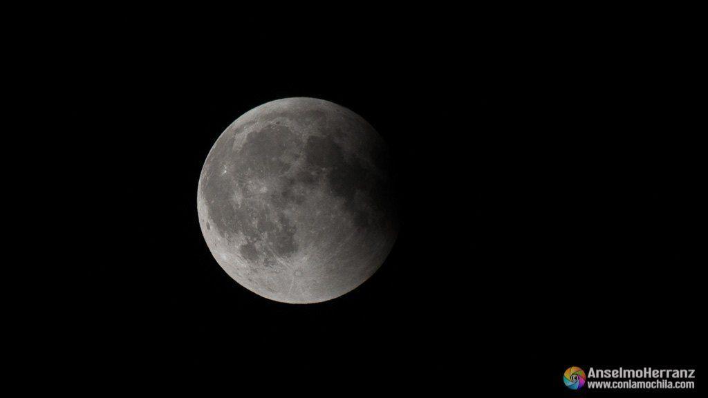 Luna llena en la parte final del eclipse total de luna de Julio de 2018 - Segovia