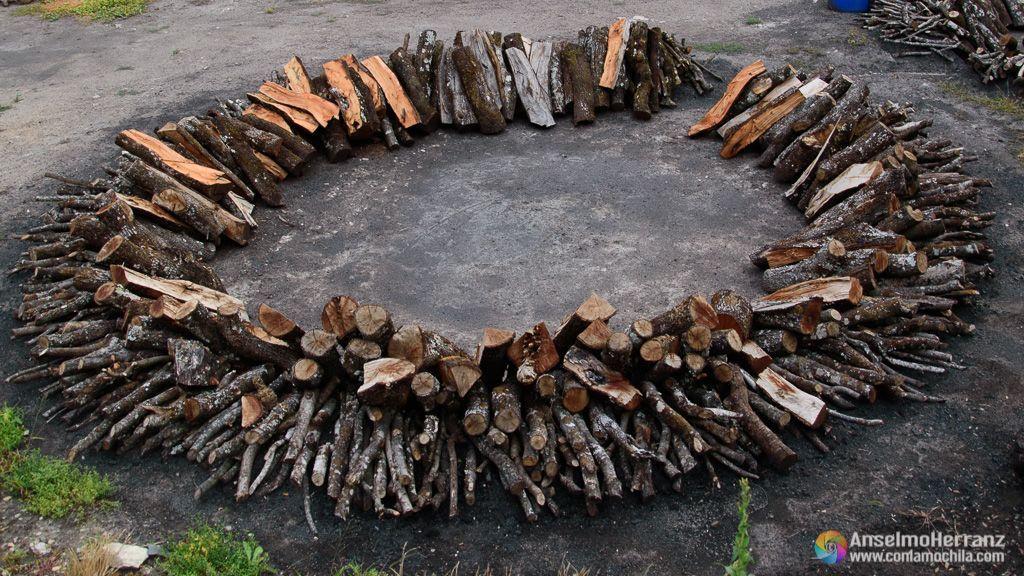 Paso previo a la preparación del montículo de la carbonera - Viloria - Navarra