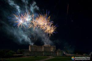 Primeros fuegos artificiales sobre el castillo de Coca - Segovia