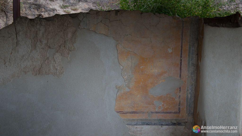 Pinturas sobre las paredes del Yacimiento Romano de los Cinco Caños - Coca